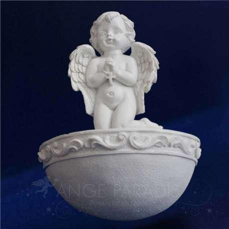 Pila de agua bendita ángel rezando
