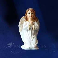 figura ángel que ruega con cruz colorida
