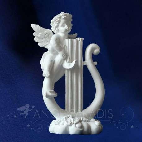 Estatuilla del ángel Lira