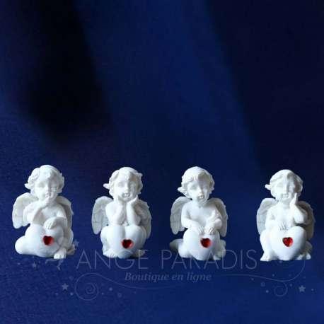 4 ángeles con el Corazón Rojo